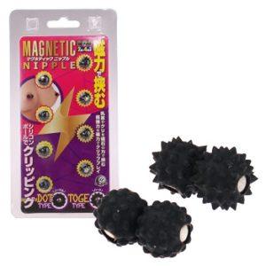 「マグネティック ニップル」は磁石の力で乳首を挟みこみ